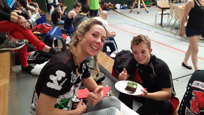 Nach dem Kampf: Kuchen essen!
